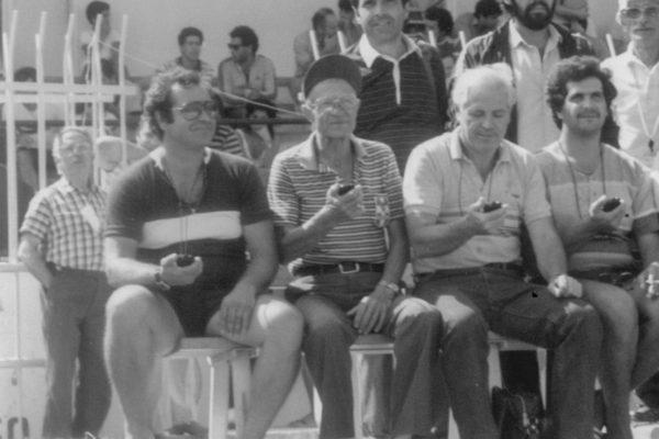 Κριτές με τα χρονόμετρα στο χέρι, κατά την διάρκεια του πανελληνίου πρωταθλήματος πίστας.